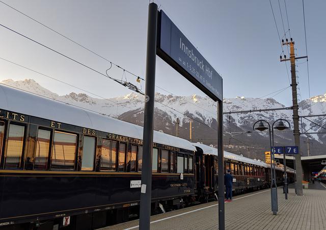 画像: インスブルック駅とアルプスの山々/弊社社員撮影