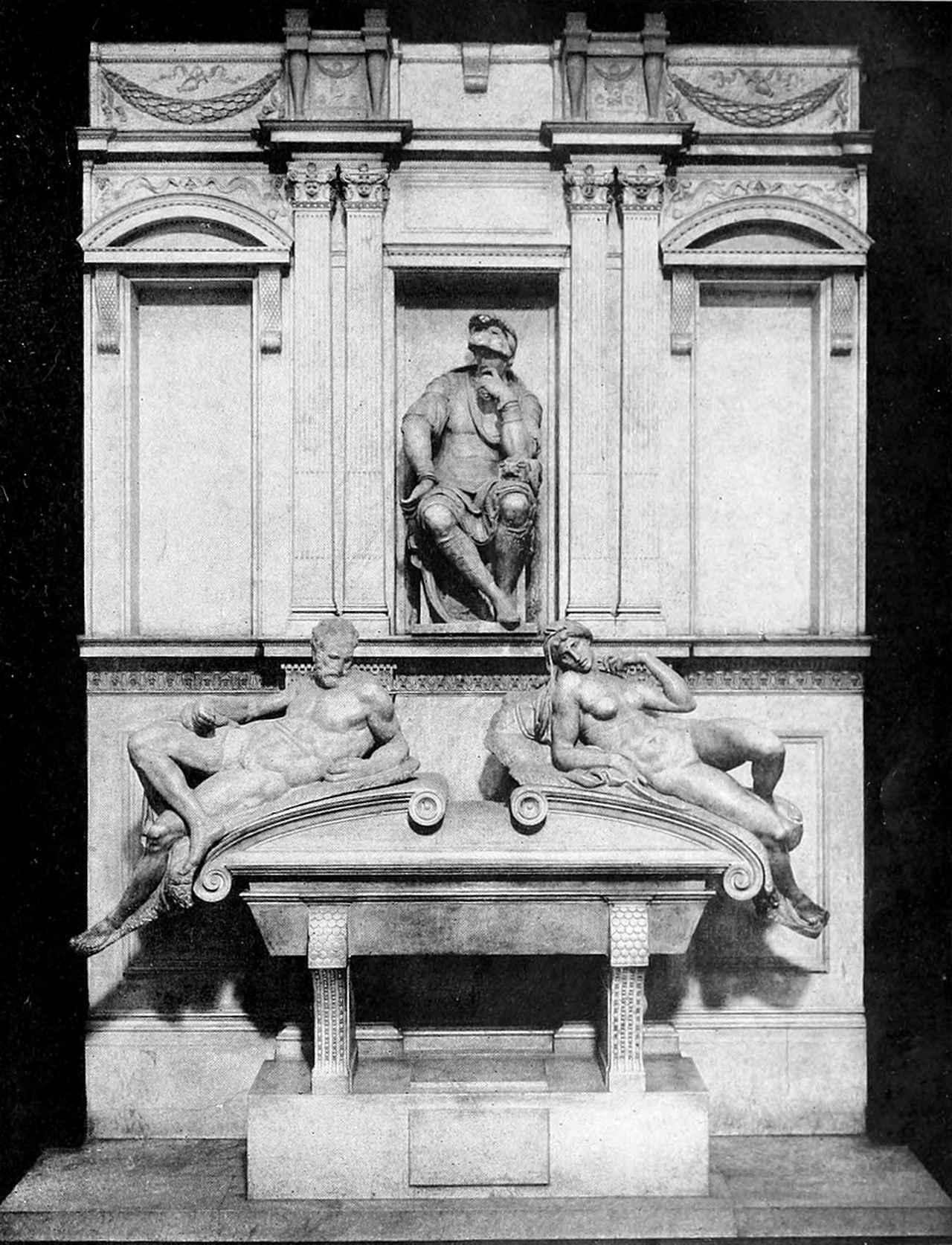 画像: ロレンツォ王の霊廟