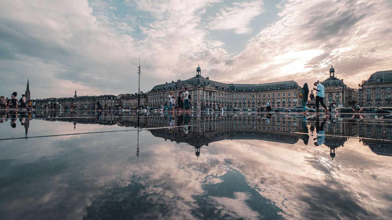 画像: ボルドー観光協会 ブルス広場とミロワール・ド   (イメージ)