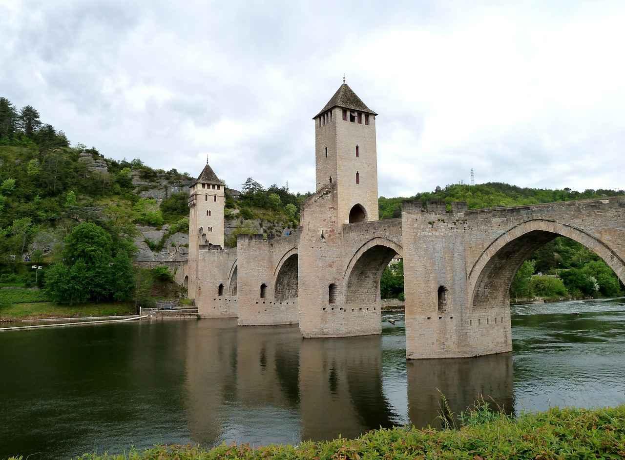 画像: カオールのヴァラントレ橋