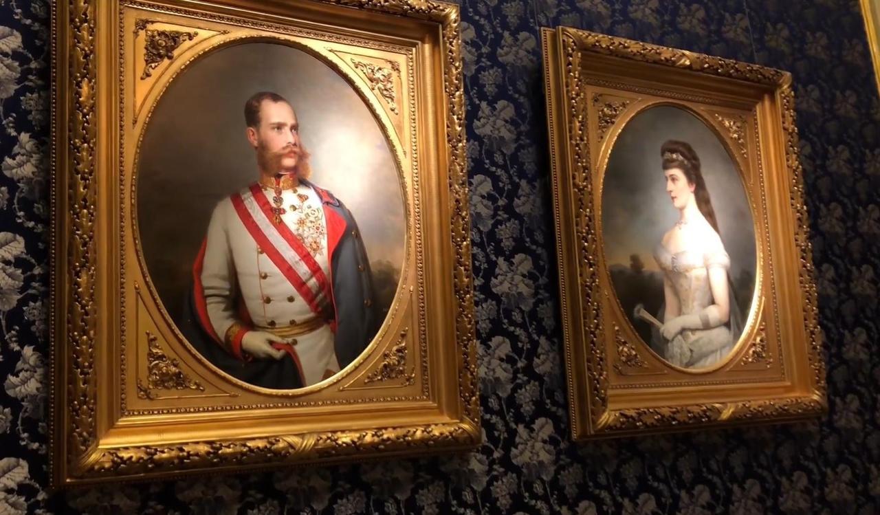 画像: 共同寝室に飾られた肖像画(イメージ)