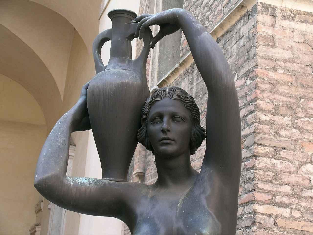 画像: アンフォラを抱える人の像(パドヴァ)