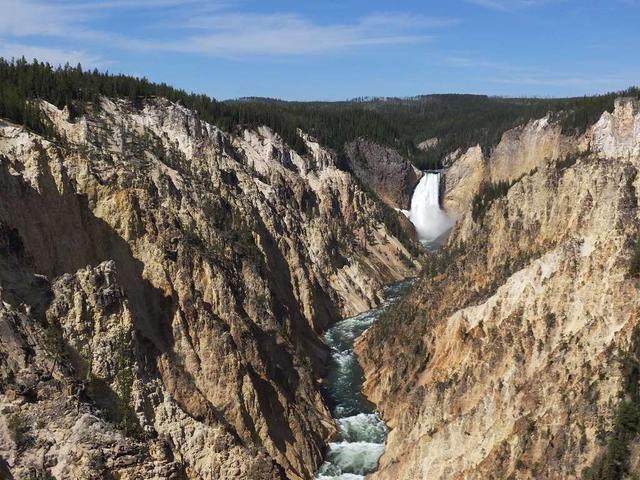 画像: イエローストーン渓谷とロウアー滝