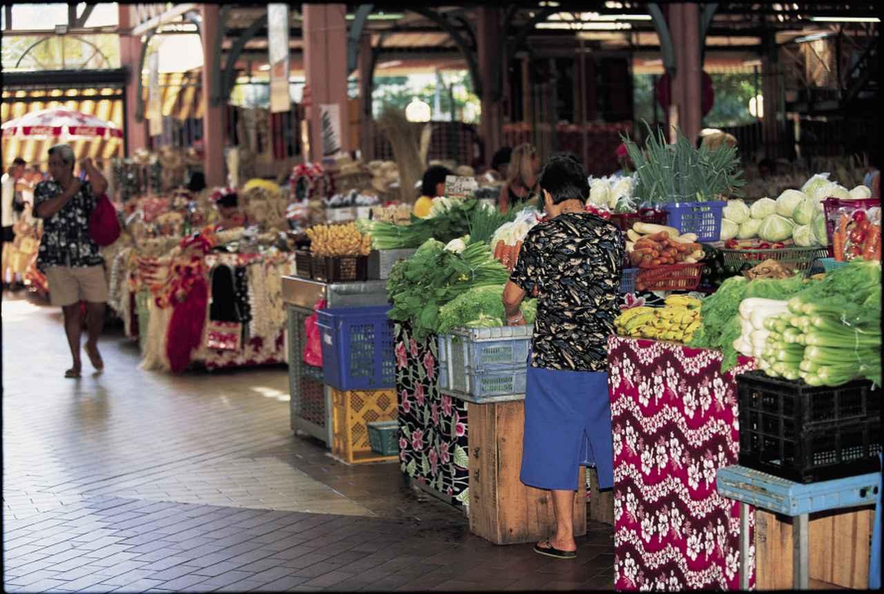 画像: 首都パペーテのマルシェ(市場)