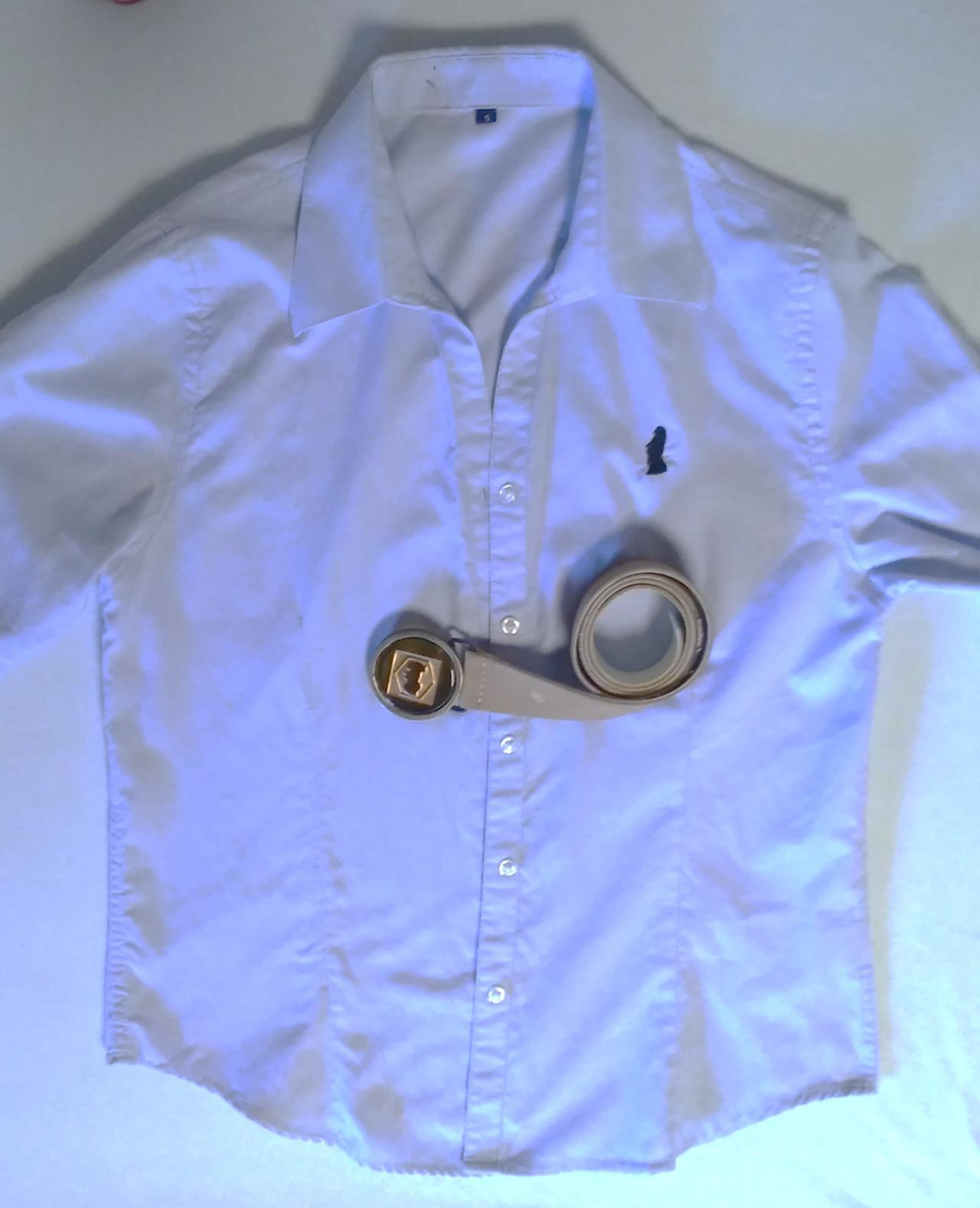 画像: モアイのシルエットがプリントされたシャツとベルト(雑貨のイメージです)