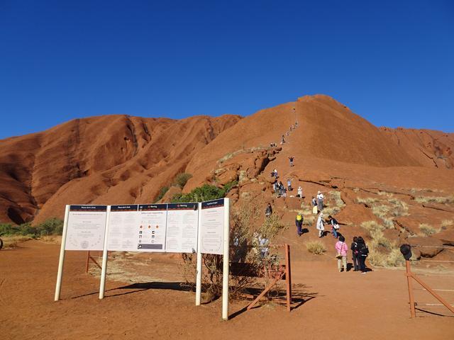 画像: 登山口です。この日は開山していました。候によって閉山することが多く、年間の開山率は30~40%程度とかなり少ないです。