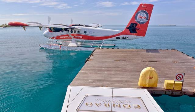 画像: ホテル宿泊客専用の水上飛行機