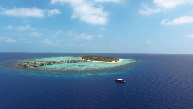 画像: サンゴ礁から出来た島。1島1リゾートのため、各島には一つのリゾートホテルしかない