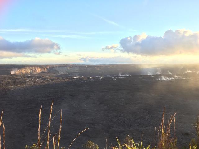 画像: キラウエア火山 ハレマウマウ火口(9月29日弊社添乗員撮影)