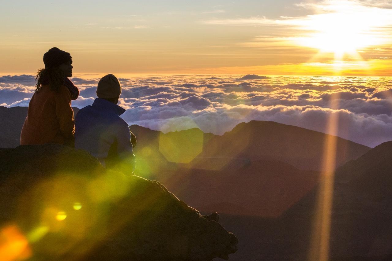画像: 幻想的な雰囲気の中、神々しい朝日が昇る(※天候によって見られない場合もあります)