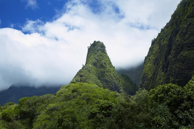 画像: 太平洋の「ヨセミテ」と呼ばれるイアオ渓谷