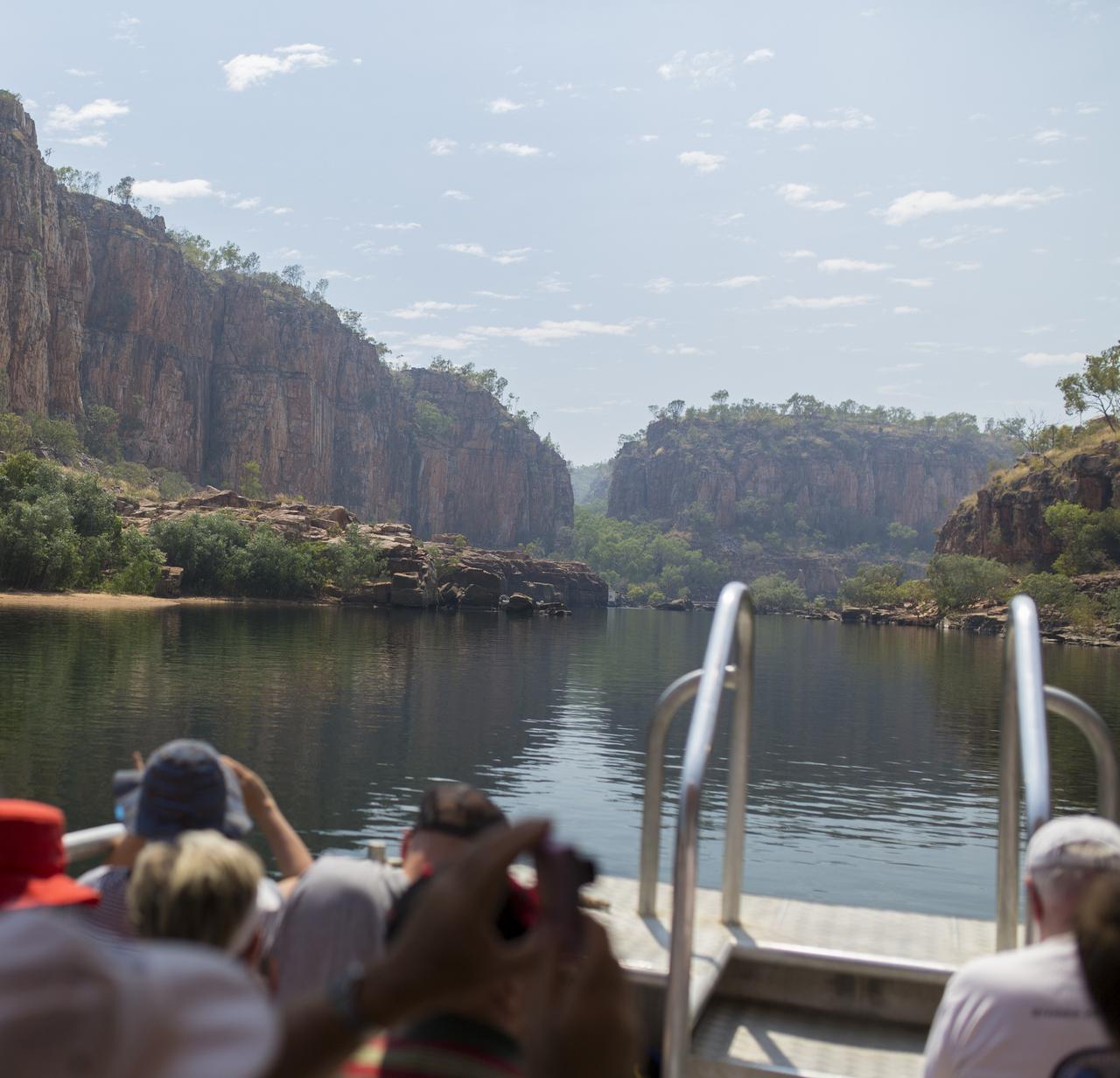 画像: 両岸とも高さ数十メートルの断崖絶壁!まさに圧巻の一言です!