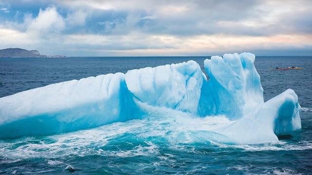 画像: 巨大な氷山