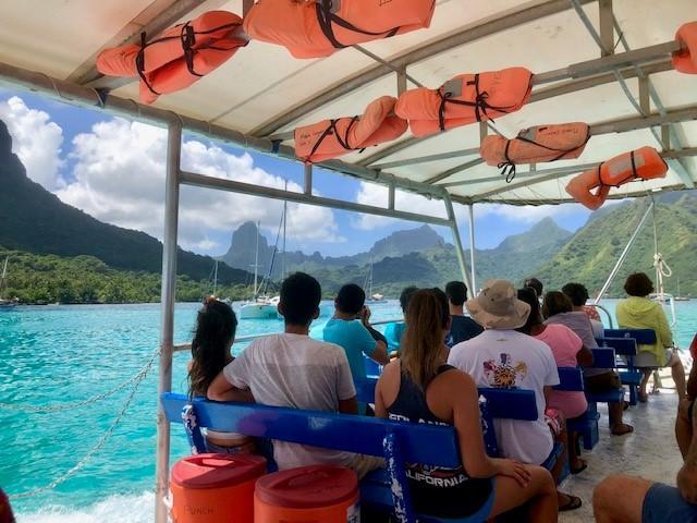 画像: ボートからモーレア島の景観お御愉しみいただけます