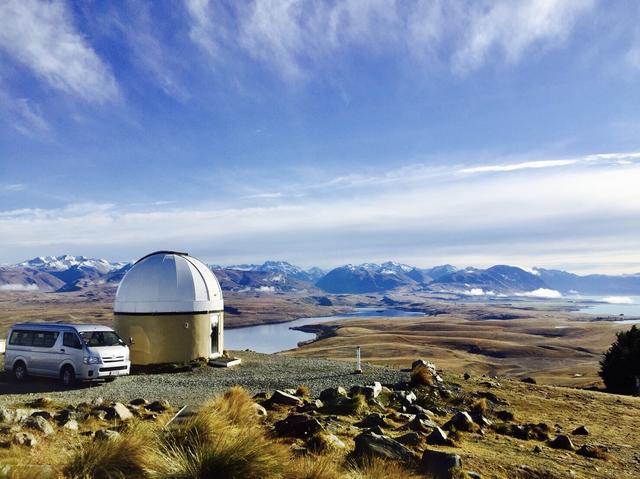 画像: マウントジョン天文台から望む日中のテカポ湖