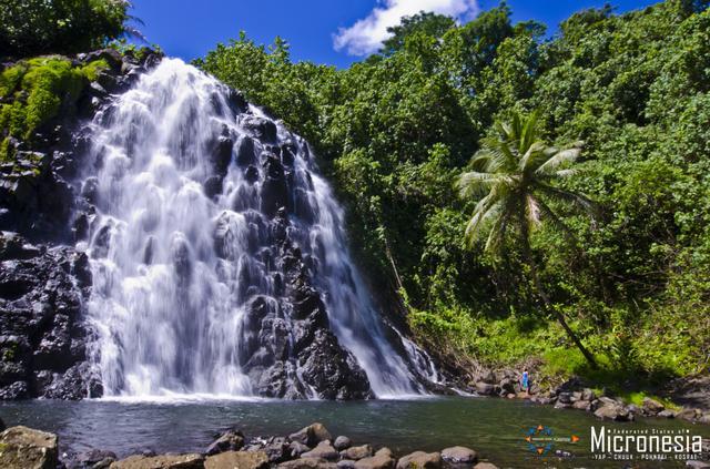 画像: 水量豊富な時期のケプロイの滝