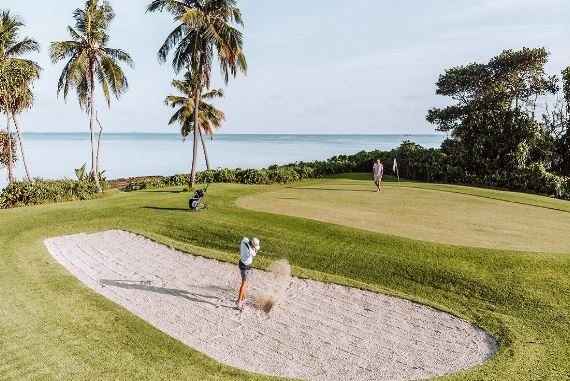 画像2: サンゴ礁に囲まれた9ホールのゴルフコース