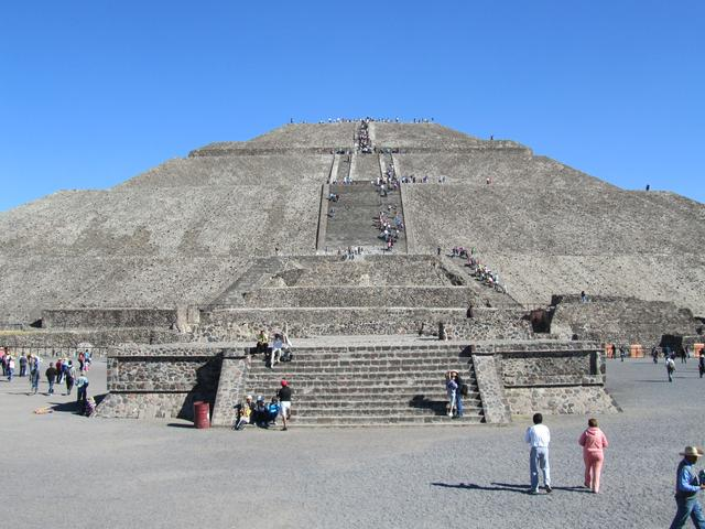 画像: テオティワカン遺跡「太陽のピラミッド」(イメージ)