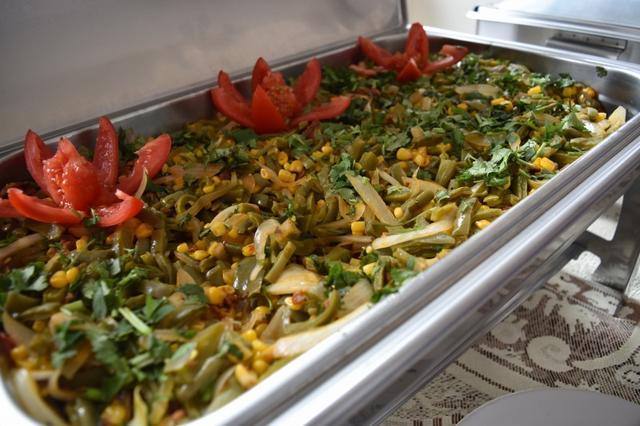 画像: キシコならではの「サボテンサラダ」もございます(イメージ)レストラン「ヌエボ」のお食事。 6日目ランチ