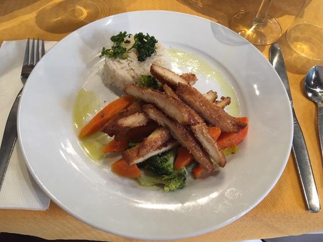 画像: この日はカツレツがメインでした。レストラン「マジェスティック」のお食事(イメージ) 2日目ディナー