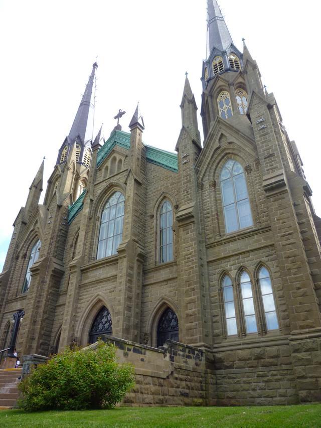 画像: こんな立派な教会も!