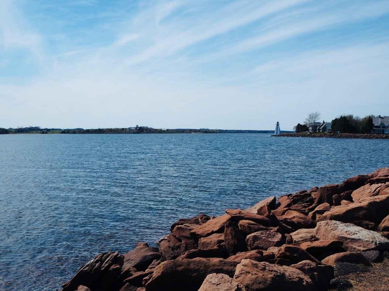 画像: 市民の憩いの場・ビクトリアパークでは美しい海岸線が広がります