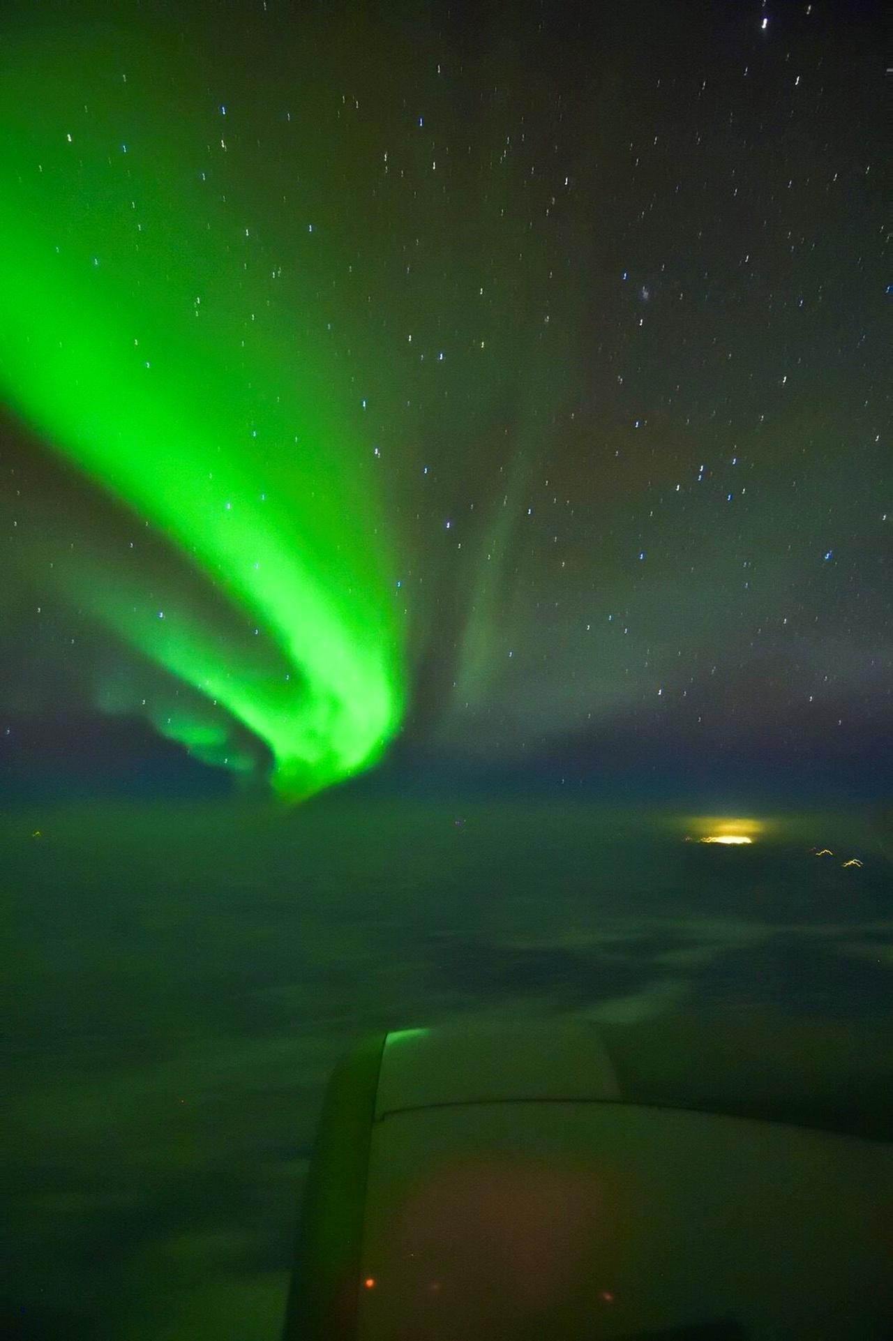 画像: 雲上のオーロラ・オーロラフライトにて/写真提供:和田様撮影