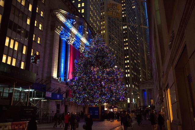 画像: ウォール街のクリスマスツリー'イメージ)Wall Street Christmas Tree(Molly Flores  NYC & Company )