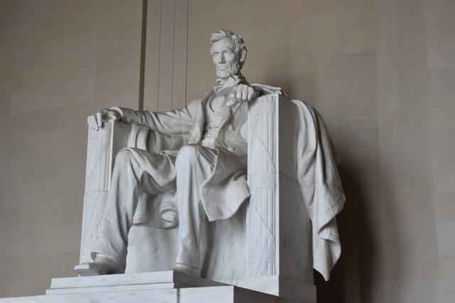画像: リンカーン記念堂のリンカーン像(イメージ)
