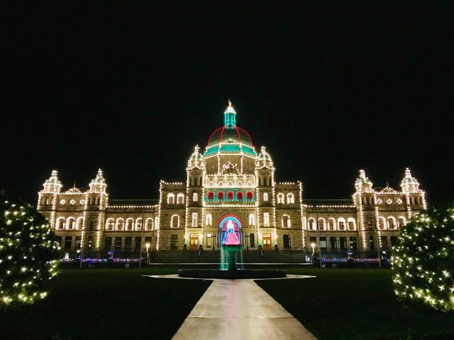 画像: クリスマスライトアップの州議事堂(イメージ)