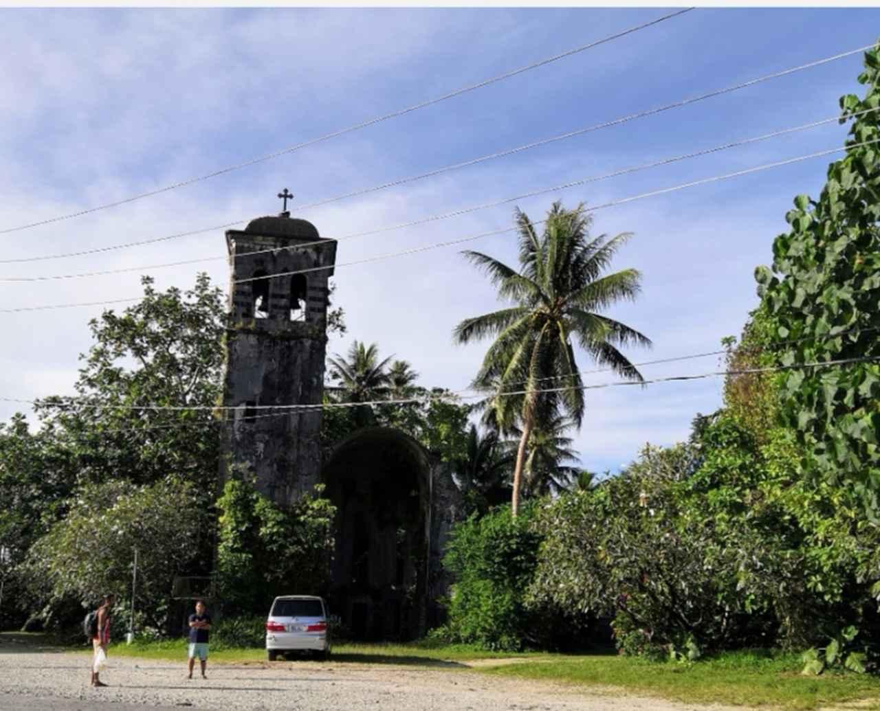 画像: ドイツ統治時代の大聖堂跡。鐘楼が残る