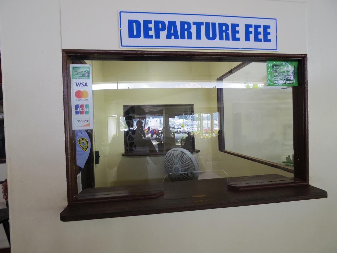 画像: 出国税支払いカウンター