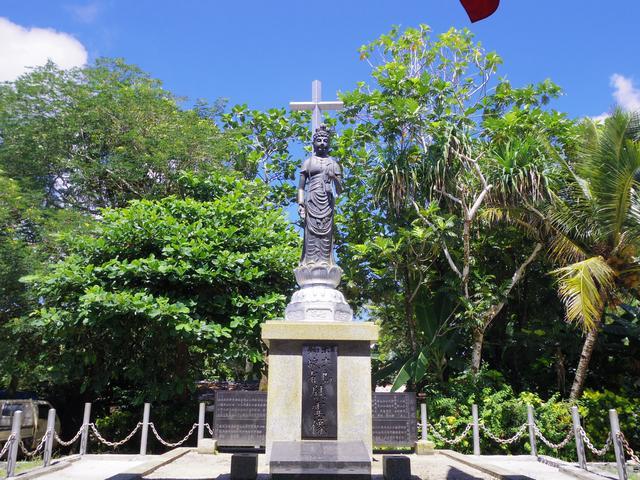 画像: 十字架を背負った観音像