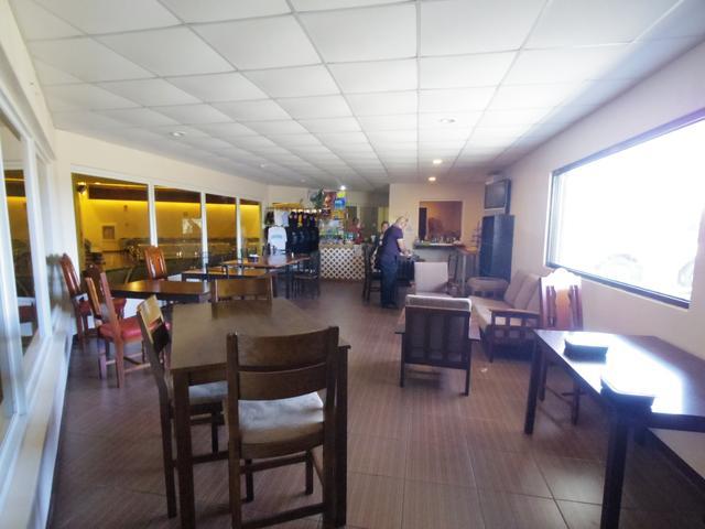 画像: 出発ロビーには簡単なカフェもあります