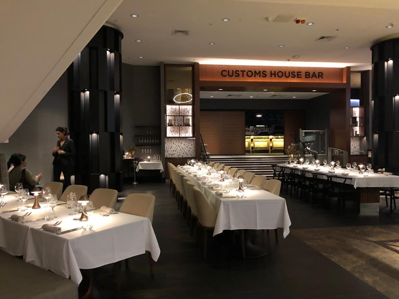 画像: デラックスクラスホテルのレストラン会場