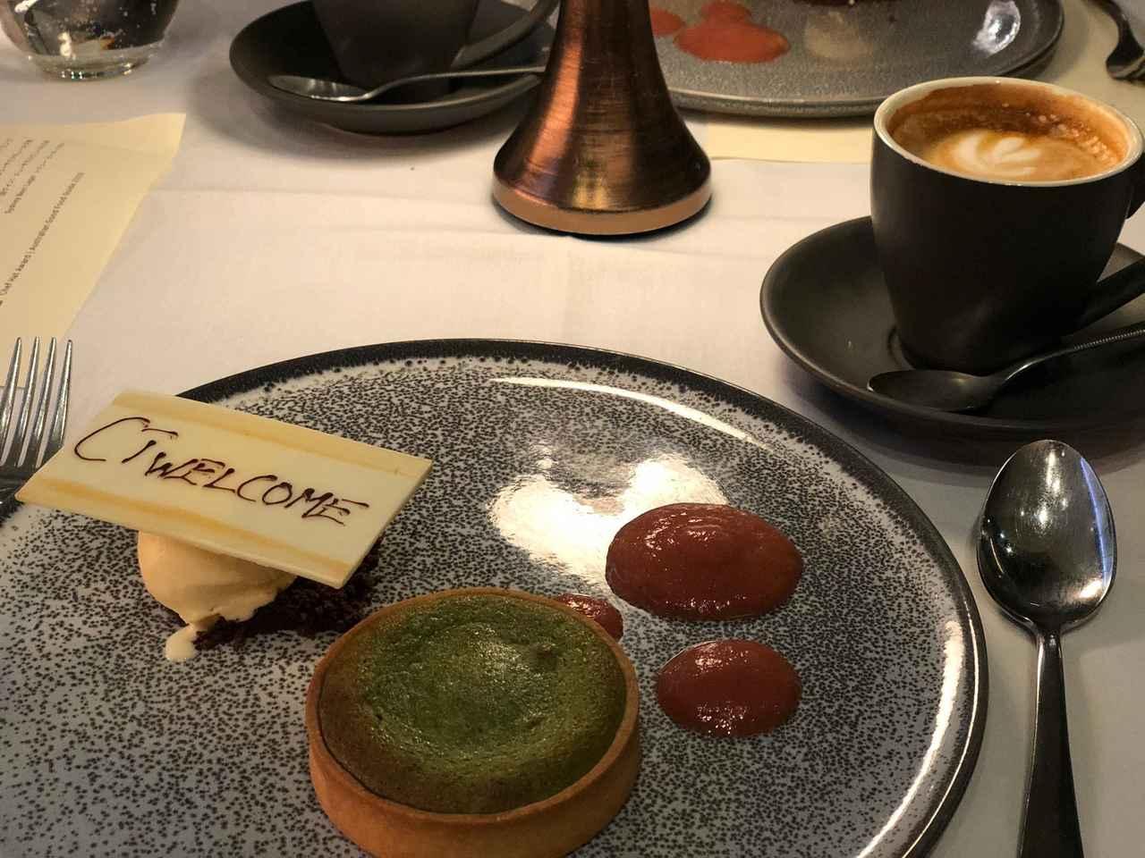 画像: 食後にはコーヒー/紅茶とともにデザートを ウェルカムメッセージプレート付きでした♪