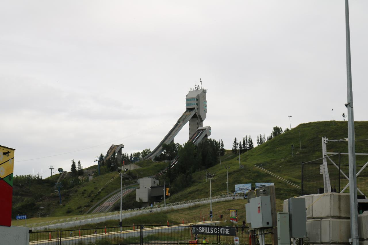 画像: オリンピックパーク・1988年カルガリーオリンピックで実際に使用されたジャンプ台/弊社スタッフ 荒井撮影