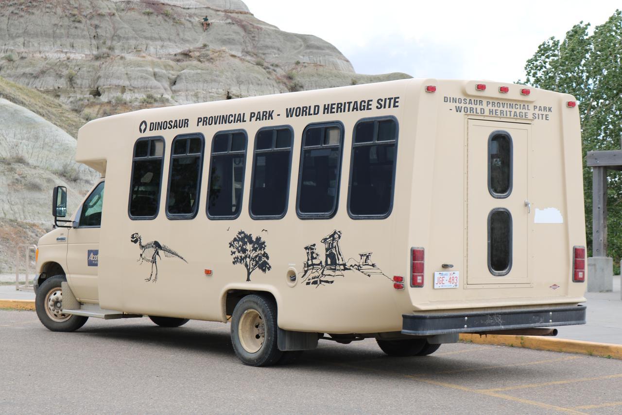 画像: 世界遺産・ダイナソー州立公園・公園内バス/弊社スタッフ 荒井撮影