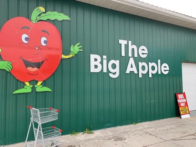 画像: 地元で有名な『ビッグ・アップル』サービスエリア