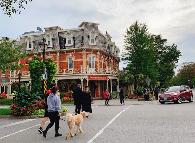 画像: 街の入り口に構えるヨーロッパ調のホテル/弊社スタッフ和田撮影