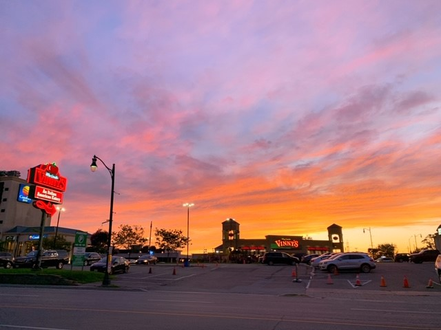 画像: 夕暮れのナイアガラの空/弊社スタッフ和田撮影