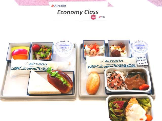 画像1: 右:搭乗後最初に配膳される温かいお食事 左:到着前に配膳される軽食