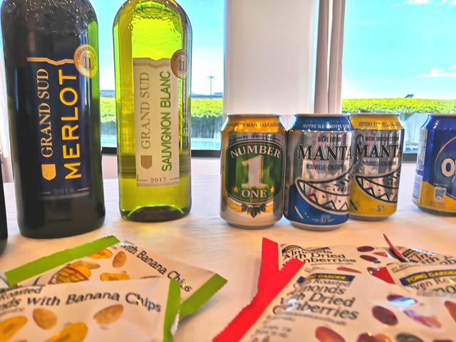 画像: フランス産ワインとニューカレドニアビール