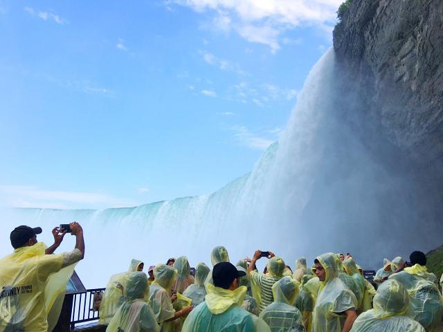 画像: 滝の裏側