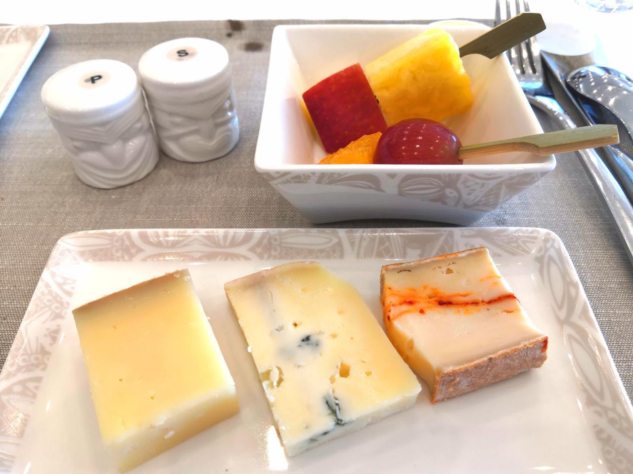 画像: ブルーチーズなどを含むチーズセレクション