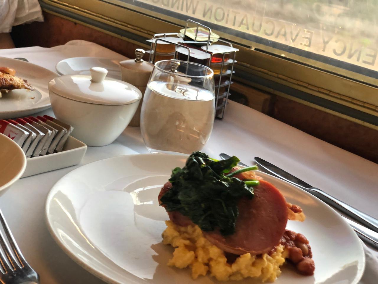 画像: 食堂車にて朝食です さわやかな朝のはじまりです♪