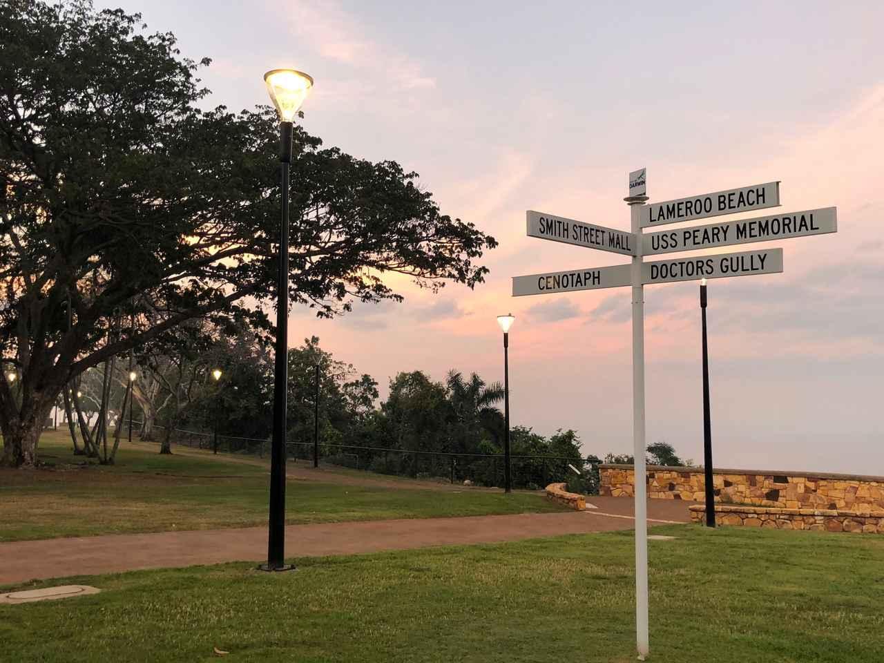 画像: ダーウィンの朝 ホテルから徒歩3分のきれいな海岸公園 ジョギングやウォーキングしている方も