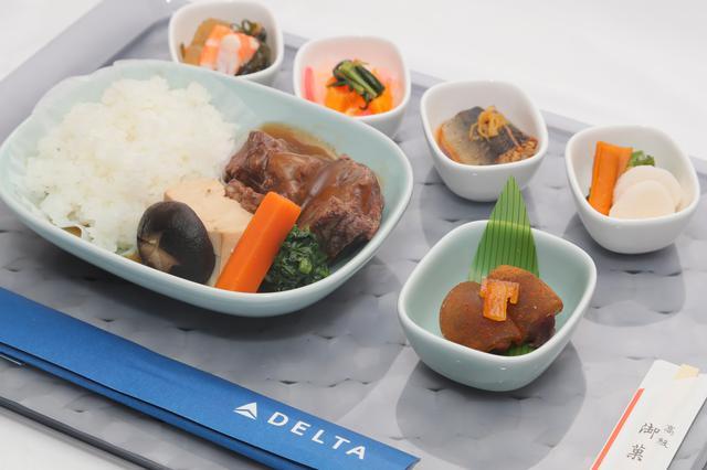 画像: デルタ・プレミアムセレクトの機内食/デルタ航空提供(イメージ)