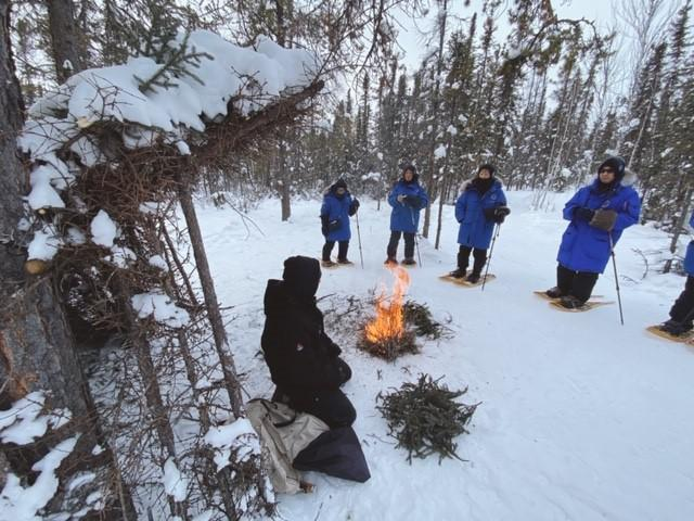 画像: 先住民の火おこしについての説明/弊社スタッフ和田撮影