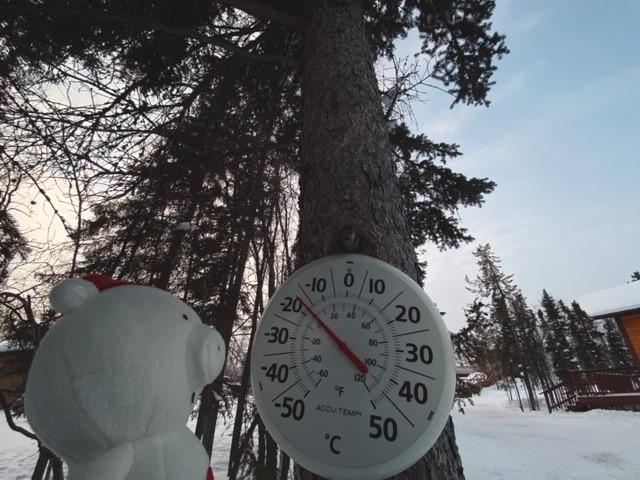 画像: 気温計が示す温度もマイナス!/弊社スタッフ和田撮影